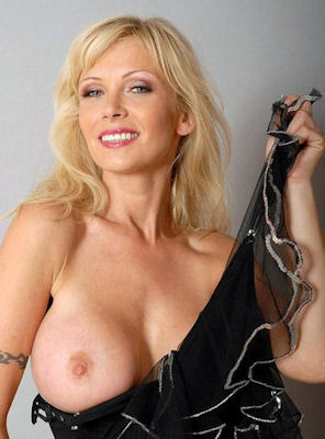 MATURE PHONE SEX WITH KELLY ROBERTS AT NITEFLIRT!!